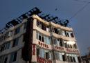 Almeno 17 persone sono morte per un incendio in un hotel a New Delhi, in India