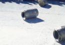In Sardegna alcune persone con il volto coperto hanno dato fuoco a un camion cisterna che trasportava del latte