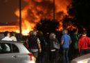 La Direzione distrettuale antimafia di Milano ha chiesto l'arresto di 12 persone per l'incendio in un deposito di rifiuti dello scorso ottobre
