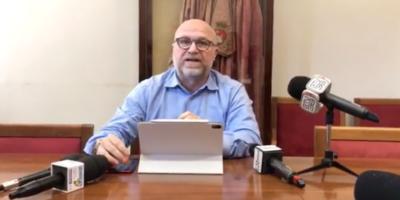 Il sindaco di Livorno Filippo Nogarin, del Movimento 5 Stelle, ha detto che non cercherà un secondo mandato e si candiderà alle elezioni europee