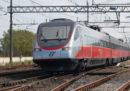 Ci sono ritardi sulla circolazione dei treni a causa di un incendio sui binari della linea Battipaglia–Paola