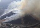 In Giappone stanno bruciando una montagna