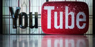 YouTube è di nuovo nei guai per i video con i bambini