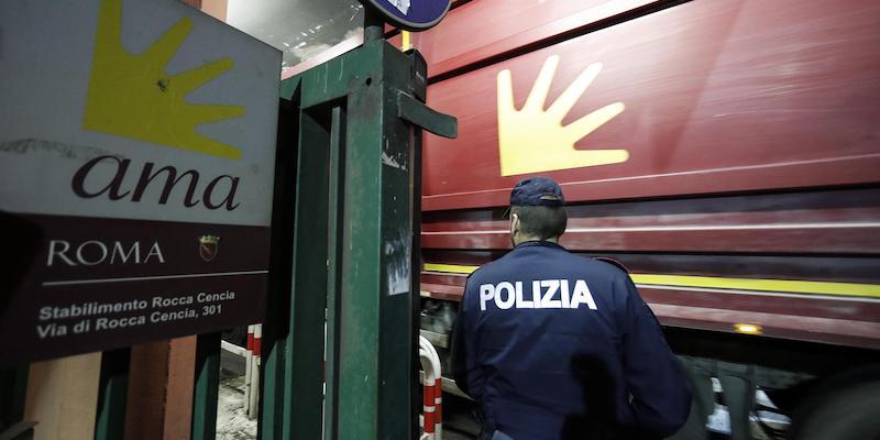 A Roma c'è stato un altro incendio in un centro di smaltimento di rifiuti di proprietà di Ama