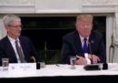 """Trump apprezza molto """"Tim Apple"""""""