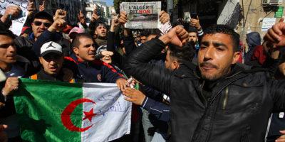 Ci sono grosse proteste in Algeria