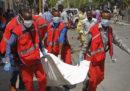Almeno 11 persone sono morte per l'esplosione di un'autobomba a Mogadiscio, in Somalia