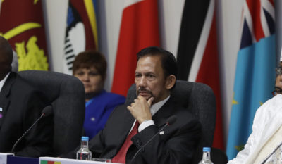 Brunei, in una nuova legge lapidazione per omosessuali e adulteri