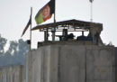 Un attentatore suicida ha ucciso almeno 16 persone vicino all'aeroporto di Jalalabad, in Afghanistan