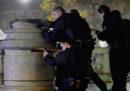 Martedì un detenuto francese ha ferito due guardie e si è barricato per ore in carcere
