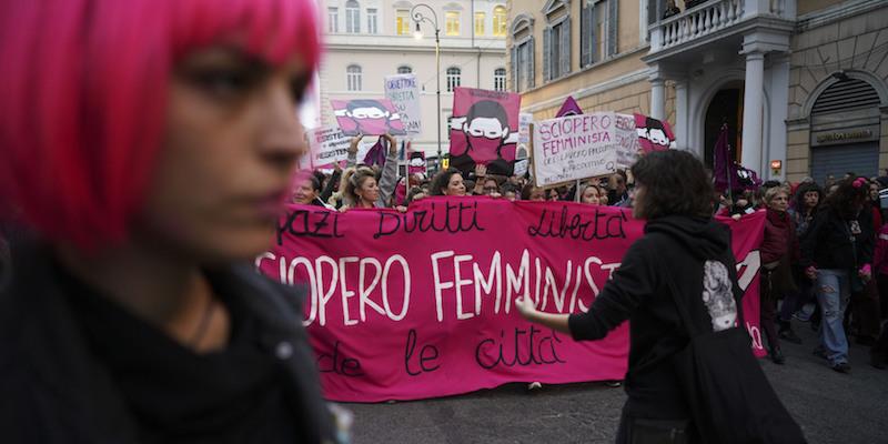 8602cef1ef Da Seul a Santiago del Cile, in tutto il mondo le donne hanno manifestato  per la parità di genere: in alcune città a piccoli gruppi, in altre a  decine di ...