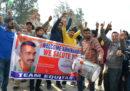 Il Pakistan ha riconsegnato il pilota indiano che aveva catturato due giorni fa dopo uno scontro aereo
