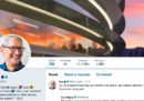 """Tim Cook ha trollato Trump cambiando il suo nome su Twitter in """"Tim Apple"""""""
