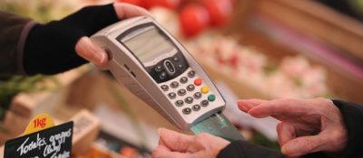 Visa e Mastercard abbasseranno le tariffe europee sui pagamenti fatti con carte di paesi extracomunitari