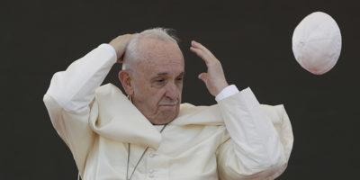 Il papa ha detto ai parrucchieri di non essere pettegoli
