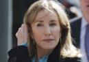 Felicity Huffman si dichiarerà colpevole nel processo sulla truffa delle tangenti per l'ammissione all'università