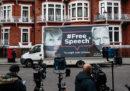 Di che cosa è accusato Assange