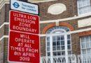 Da oggi i veicoli più inquinanti pagheranno una nuova tariffa per accedere al centro di Londra