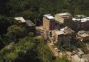 Almeno nove persone sono morte nel crollo di due edifici in una favela di Rio de Janeiro