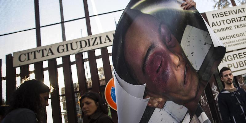 Due carabinieri sono stati condannati a 12 anni di carcere per la morte di Stefano Cucchi