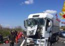 Sulla A1 vicino a Roma un camion ha tamponato un autobus con a bordo una scolaresca francese: ci sono 6 feriti