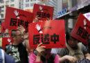 Migliaia di persone hanno protestato a Hong Kong contro una proposta sulle estradizioni verso la Cina