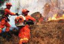 In Cina almeno 26 vigili del fuoco sono morti cercando di spegnere un incendio sulle montagne del Sichuan