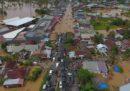 Almeno 17 persone sono morte per le inondazioni a Sumatra, in Indonesia