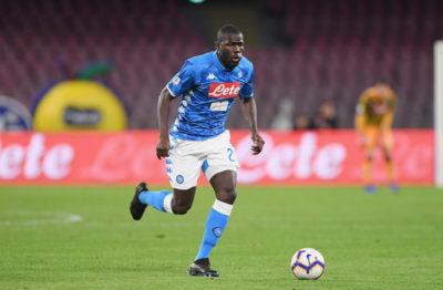 L'Arsenal ha avviato un'indagine nei confronti di un tifoso che si è ripreso mentre rivolgeva insulti razzisti contro il difensore del Napoli Kalidou Koulibaly