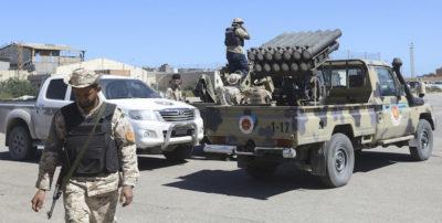 Tripoli è stata colpita da diversi attacchi aerei compiuti anche con droni armati, dice il governo di Fayez al Serraj