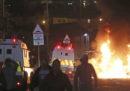 Una giornalista è stata uccisa durante scontri tra manifestanti nazionalisti e polizia a Londonderry, in Irlanda del Nord