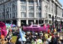 """Più di 100 persone sono state arrestate a Londra per aver partecipato alla """"ribellione per il clima"""""""