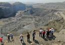 Almeno 54 minatori sono dispersi dopo una frana in Myanmar