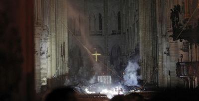 Le prime foto dall'interno di Notre-Dame dopo l'incendio