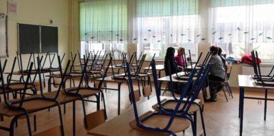Un professore accusato di aver avuto relazioni con due studentesse minorenni si è ucciso a Napoli