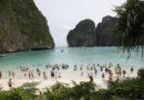 """La spiaggia thailandese resa famosa dal film """"The Beach"""" resterà chiusa ai turisti fino al 2021"""