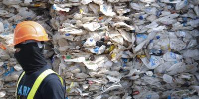 La Malesia spedirà indietro a Stati Uniti, Canada, Australia e Regno Unito quasi 3mila tonnellate di rifiuti di plastica non riciclabile