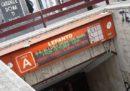 Una donna è morta incastrata sotto un treno della metro A di Roma: il servizio è stato sospeso tra San Giovanni e Battistini fino le 16 circa