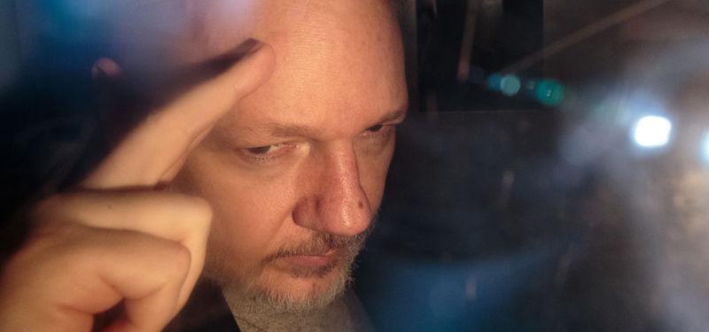 Risultati immagini per julian assange