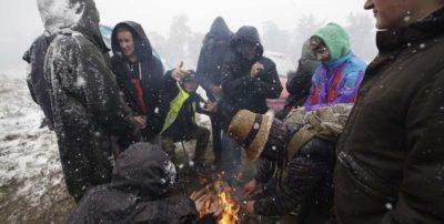 30 persone sono state curate per ipotermia dopo un'improvvisa nevicata durante un festival di musica elettronica in Francia