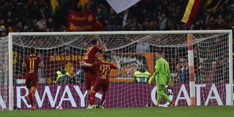 Edin Dzeko esulta con i compagni dopo il 2-0 segnato alla Juventus