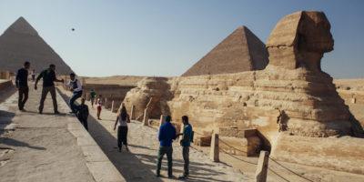 Almeno sedici persone sono state ferite da un'esplosione a Giza, in Egitto