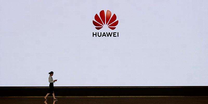 Scontro Google-Huawei, stop agli aggiornamenti Android per gli smartphone