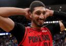 La televisione turca non trasmetterà la serie dei playoff NBA tra Golden State e Portland a causa della presenza di Enes Kanter