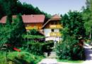 Tre persone sono state trovate morte in una stanza di albergo in Baviera con ferite di frecce da balestra