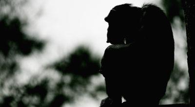 Perché quel video dello scimpanzé con uno smartphone è pericoloso