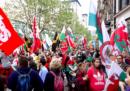 A Cardiff, in Galles, migliaia di persone hanno partecipato a una manifestazione a favore dell'indipendenza dal Regno Unito