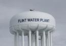 Le accuse contro le persone coinvolte nello scandalo dell'acqua inquinata a Flint, Michigan, sono state fatte cadere per avviare una nuova indagine
