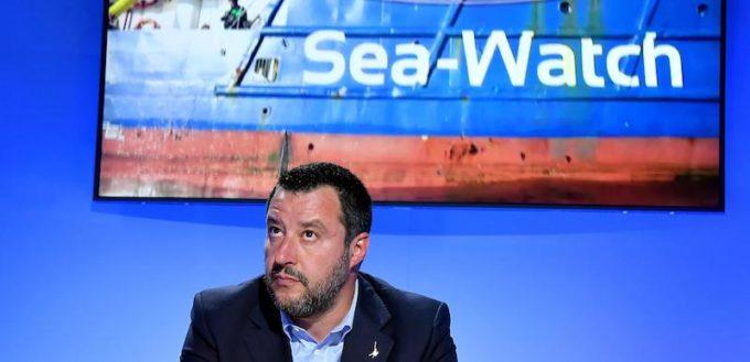 Intanto la Sea Watch 3 è ancora lì