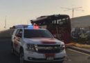Almeno 17 persone che viaggiavano su un pullman sono morte in un incidente stradale a Dubai